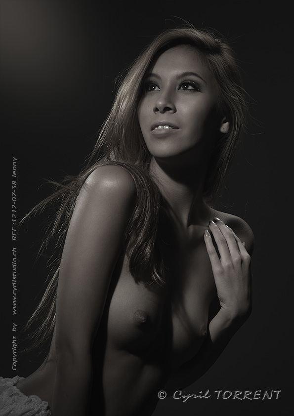 jenny suv femme genève modèle mannequin suisse maquilleuse danseuse nu noir blanc charme artistique portrait cyril torrent