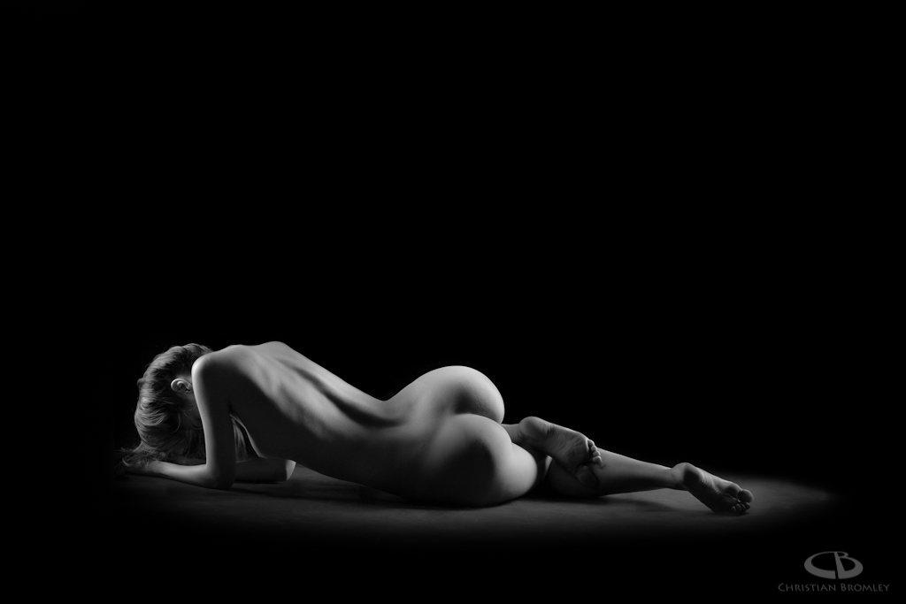 jenny suv femme genève modèle mannequin suisse maquilleuse danseuse nu noir blanc charme artistique académique