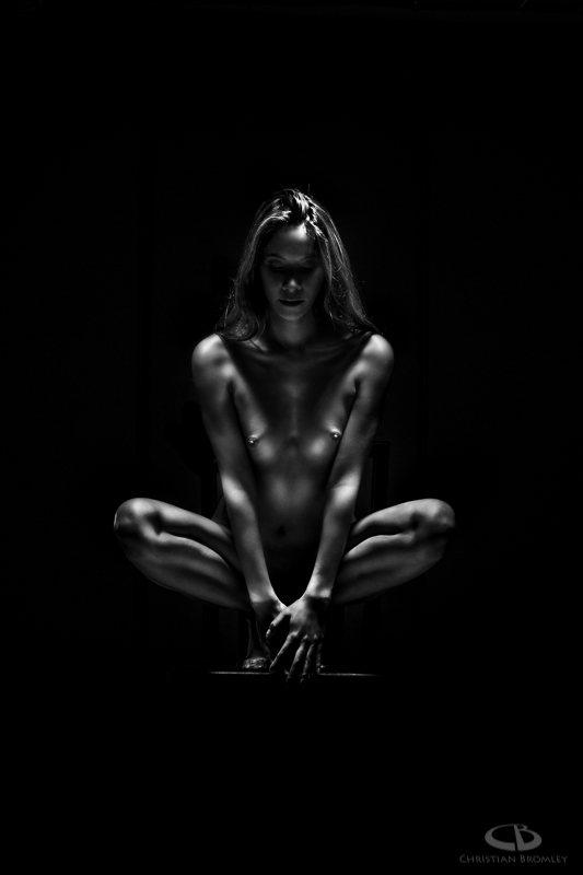 jenny suv femme genève modèle mannequin suisse maquilleuse danseuse nu noir blanc charme académique