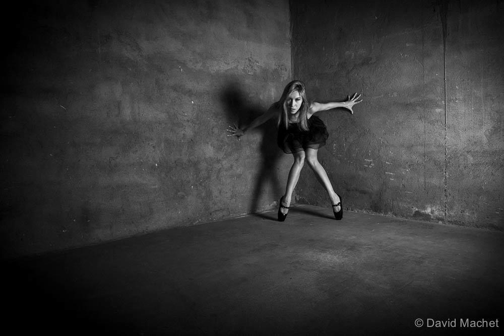 jenny suv femme genève modèle mannequin suisse maquilleuse danseuse ballet noir blanc charme artistique