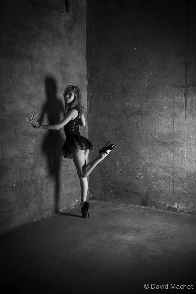 jenny suv femme genève modèle mannequin suisse maquilleuse danseuse ballet ballerine noir blanc charme artistique