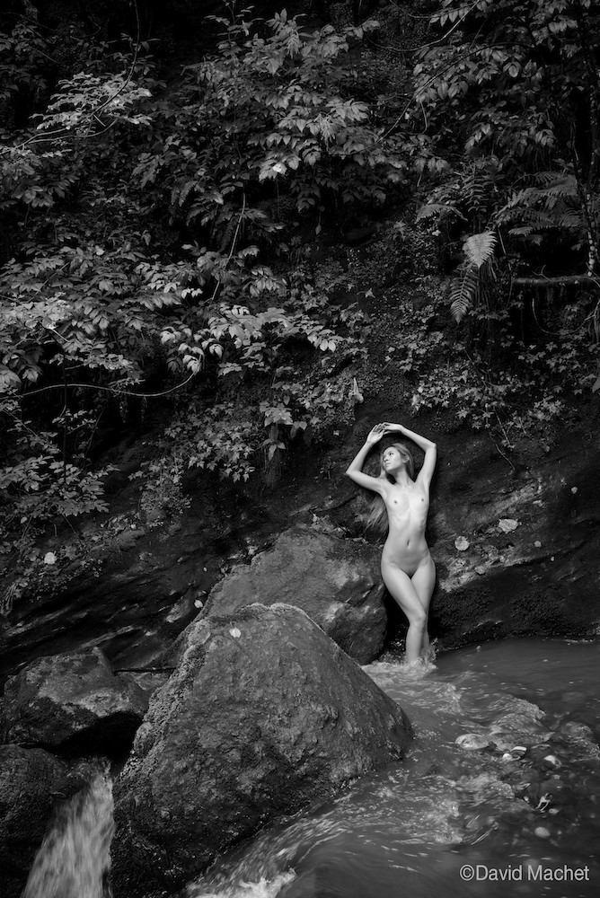 jenny suv femme genève modèle mannequin suisse maquilleuse danseuse nu noir blanc charme artistique extérieur