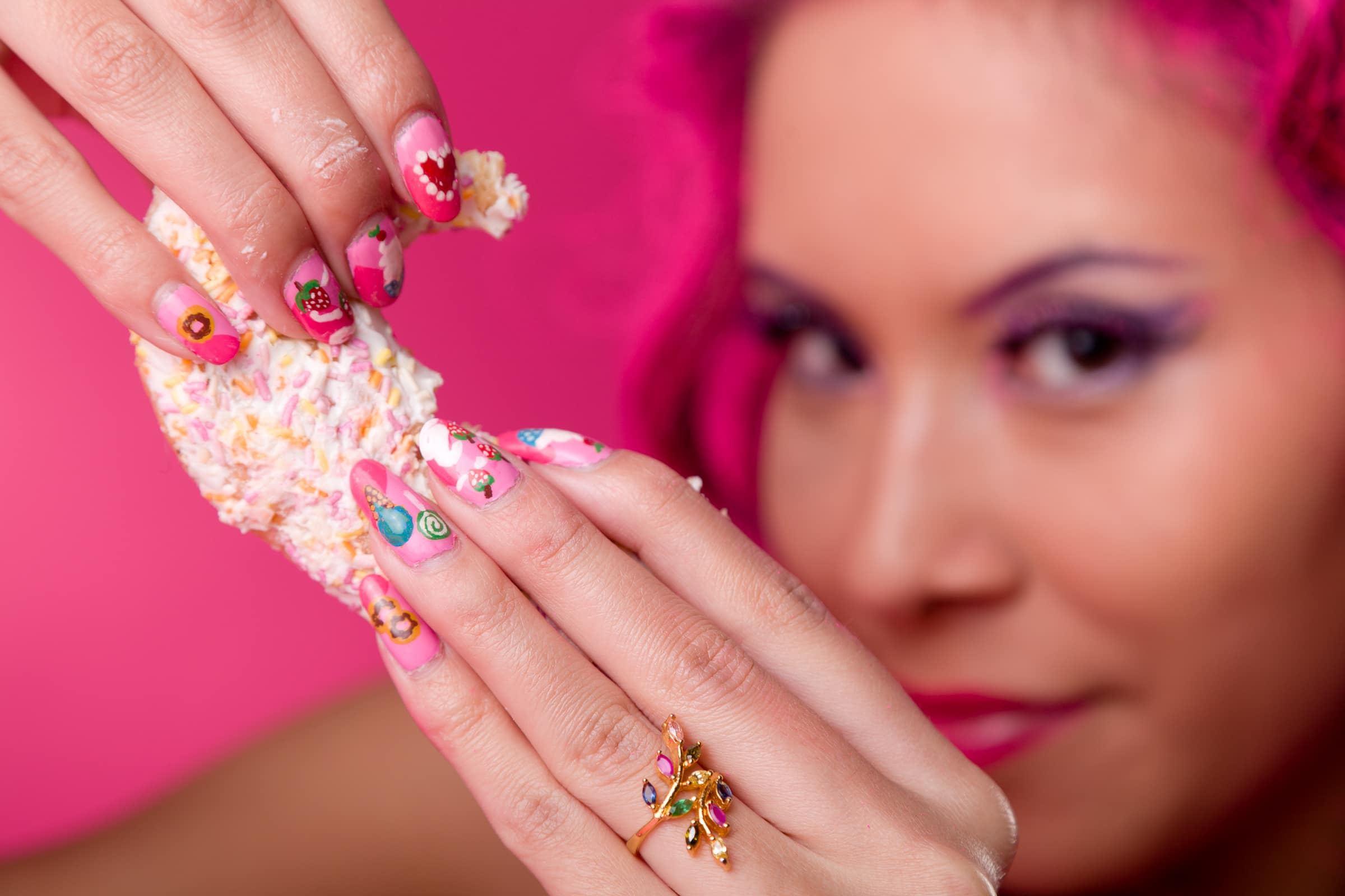 jenny suv femme genève modèle mannequin suisse maquilleuse danseuse nu charme nail art