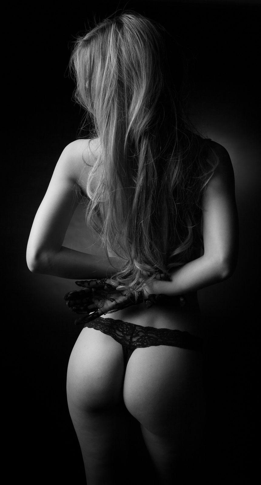 jenny suv femme genève modèle mannequin suisse maquilleuse danseuse nu noir blanc charme lingerie