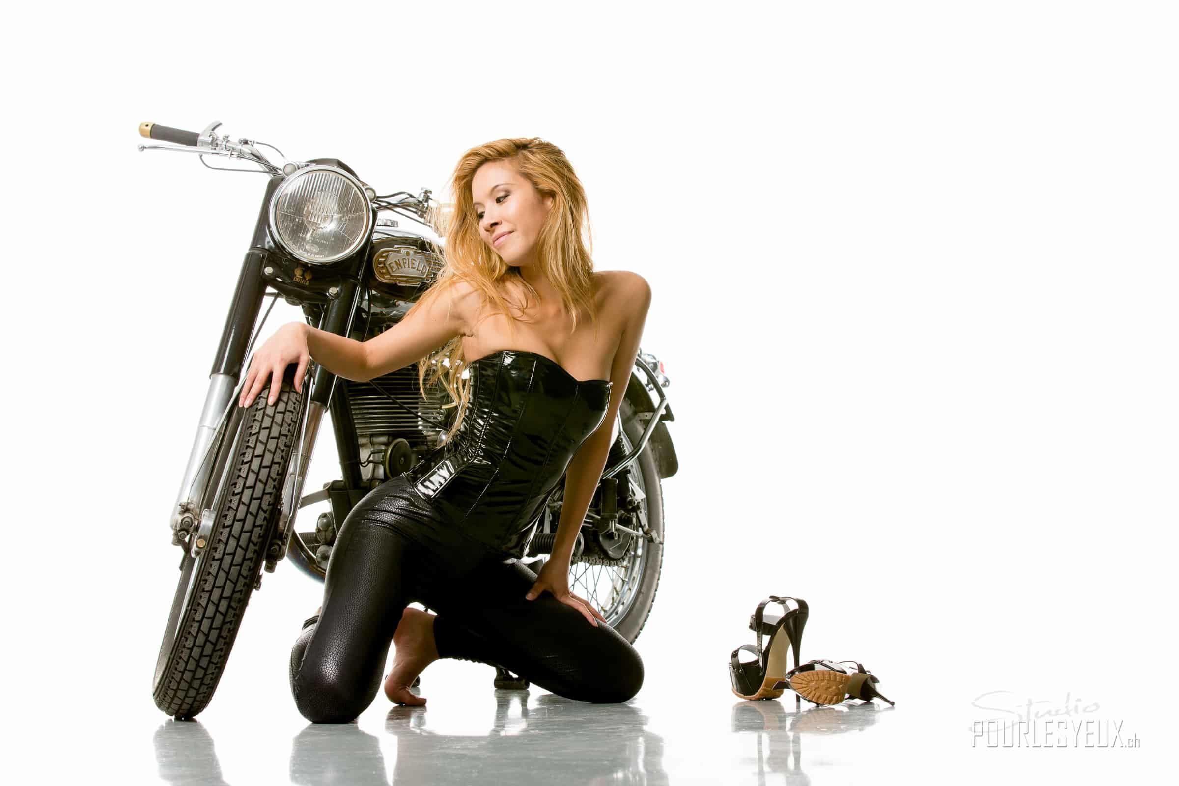 royal enfield moto jenny suv femme genève modèle mannequin suisse maquilleuse danseuse mode fashion moto