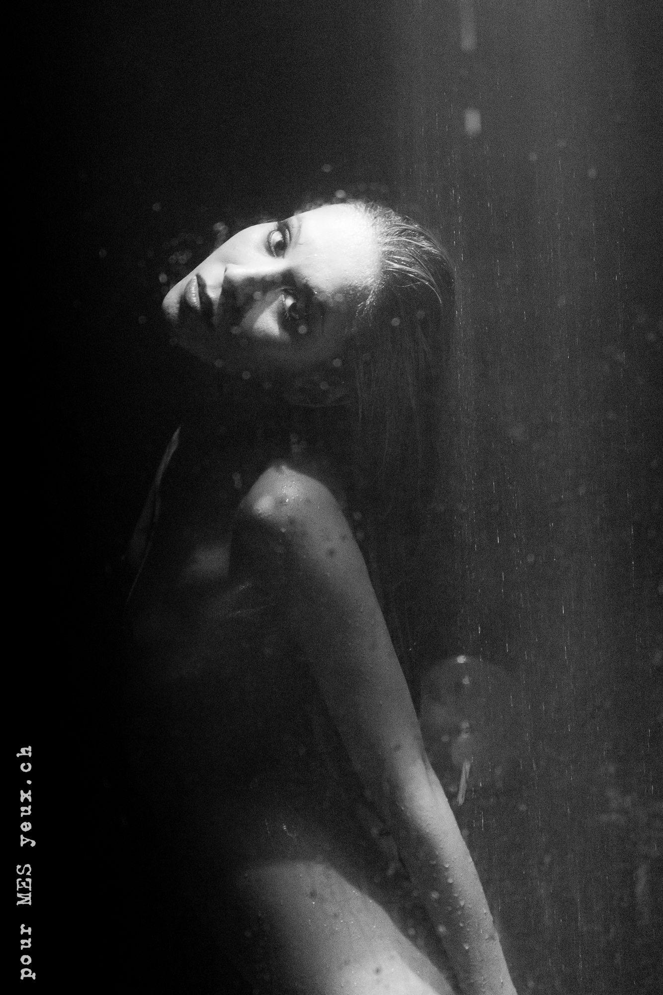 jenny suv femme genève modèle mannequin suisse maquilleuse danseuse nu noir blanc charme artistique portrait