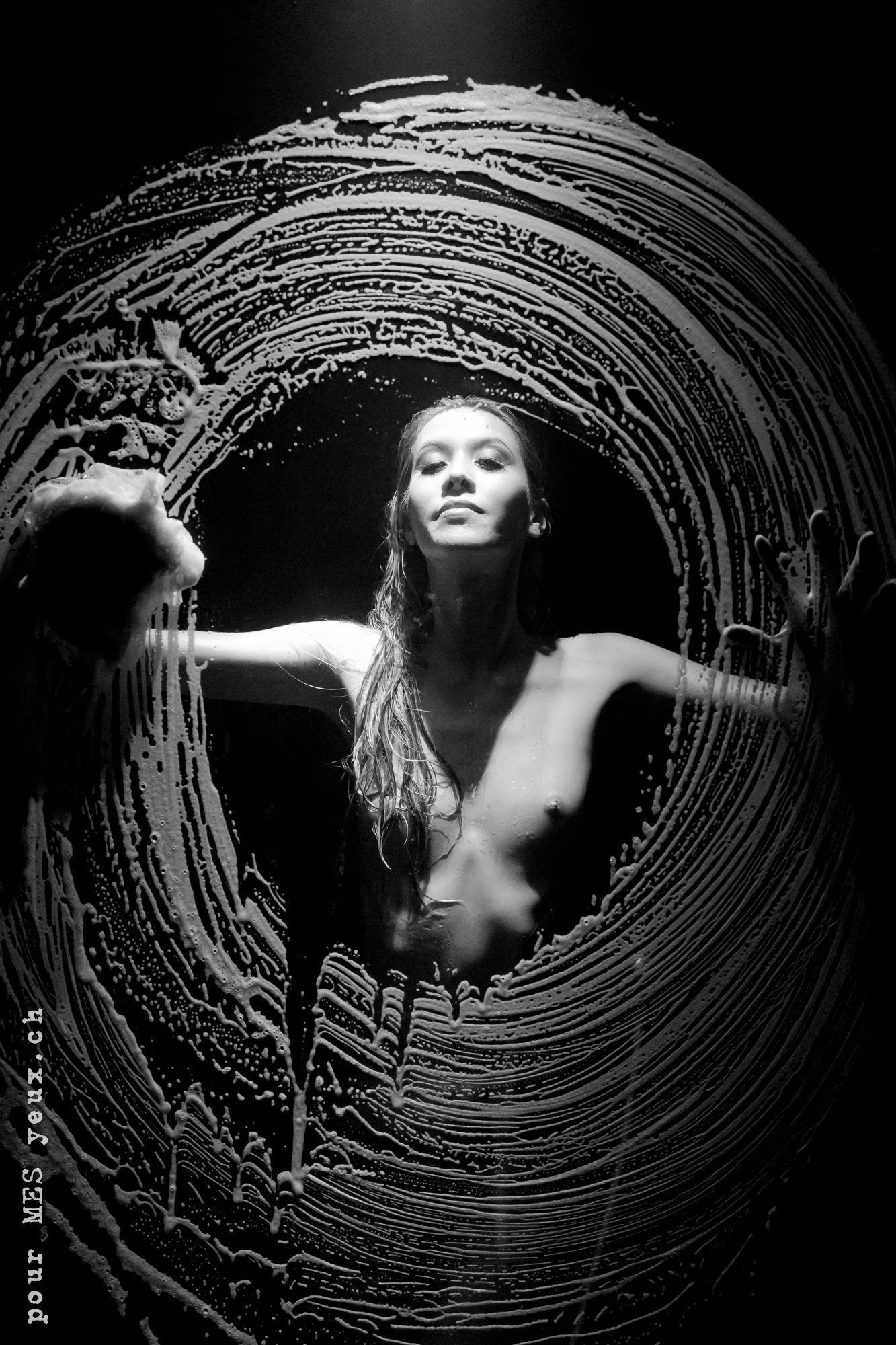 jenny suv femme genève modèle portrait mannequin suisse maquilleuse danseuse nu noir blanc charme artistique