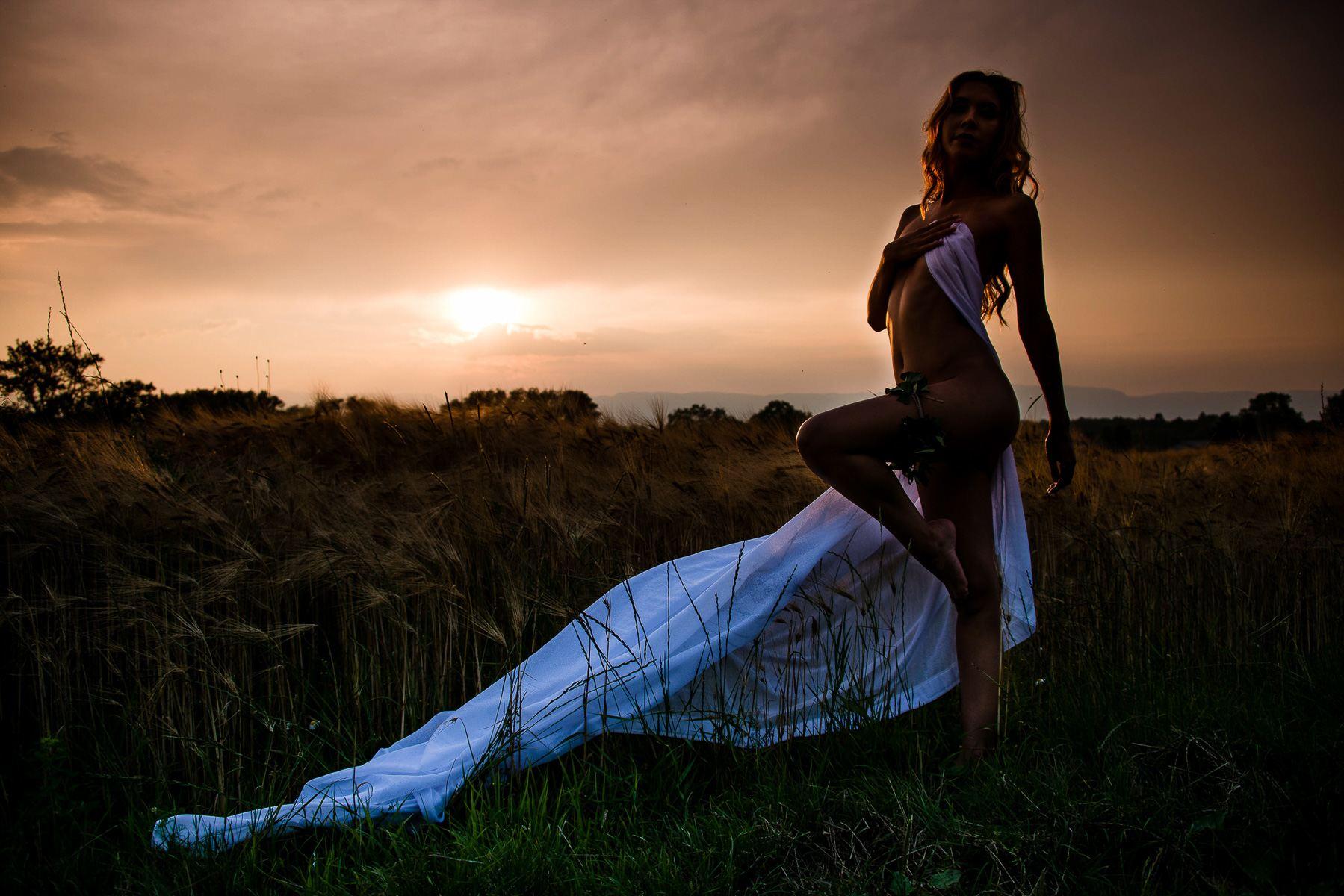 jenny suv femme genève modèle mannequin suisse maquilleuse danseuse nu charme silhouette extérieur