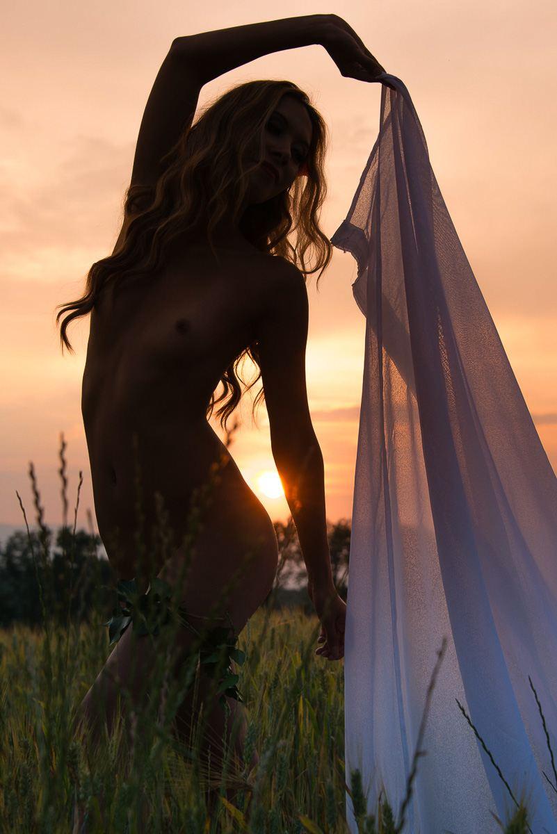 jenny suv femme genève modèle mannequin suisse maquilleuse danseuse nu charme extérieur