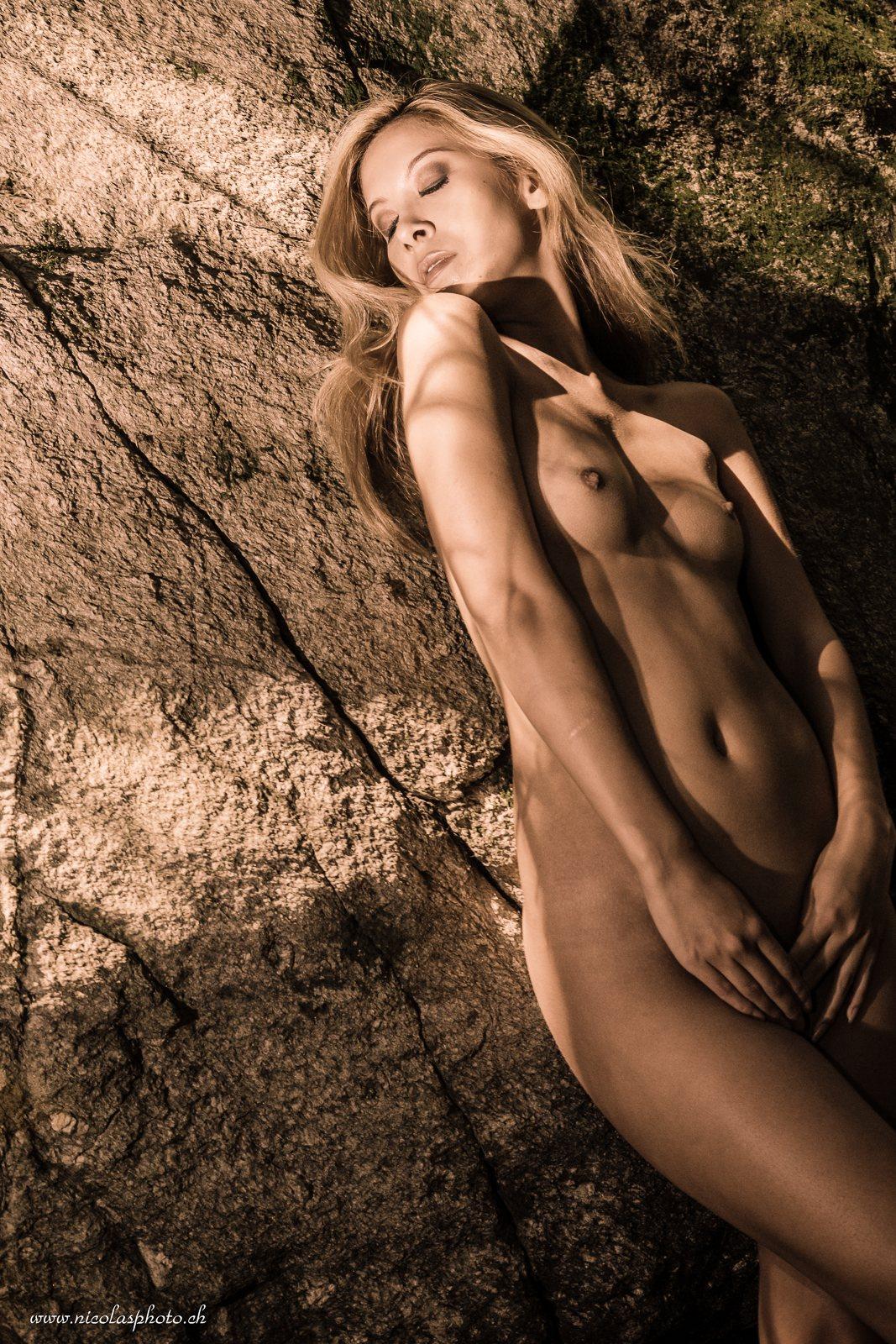 jenny suv femme genève modèle mannequin suisse maquilleuse danseuse nu charme sepia