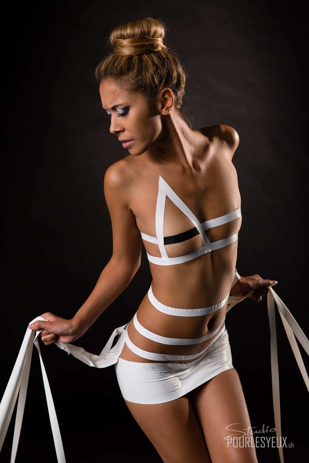 jenny suv femme genève modèle mannequin suisse maquilleuse danseuse nu charme strapping