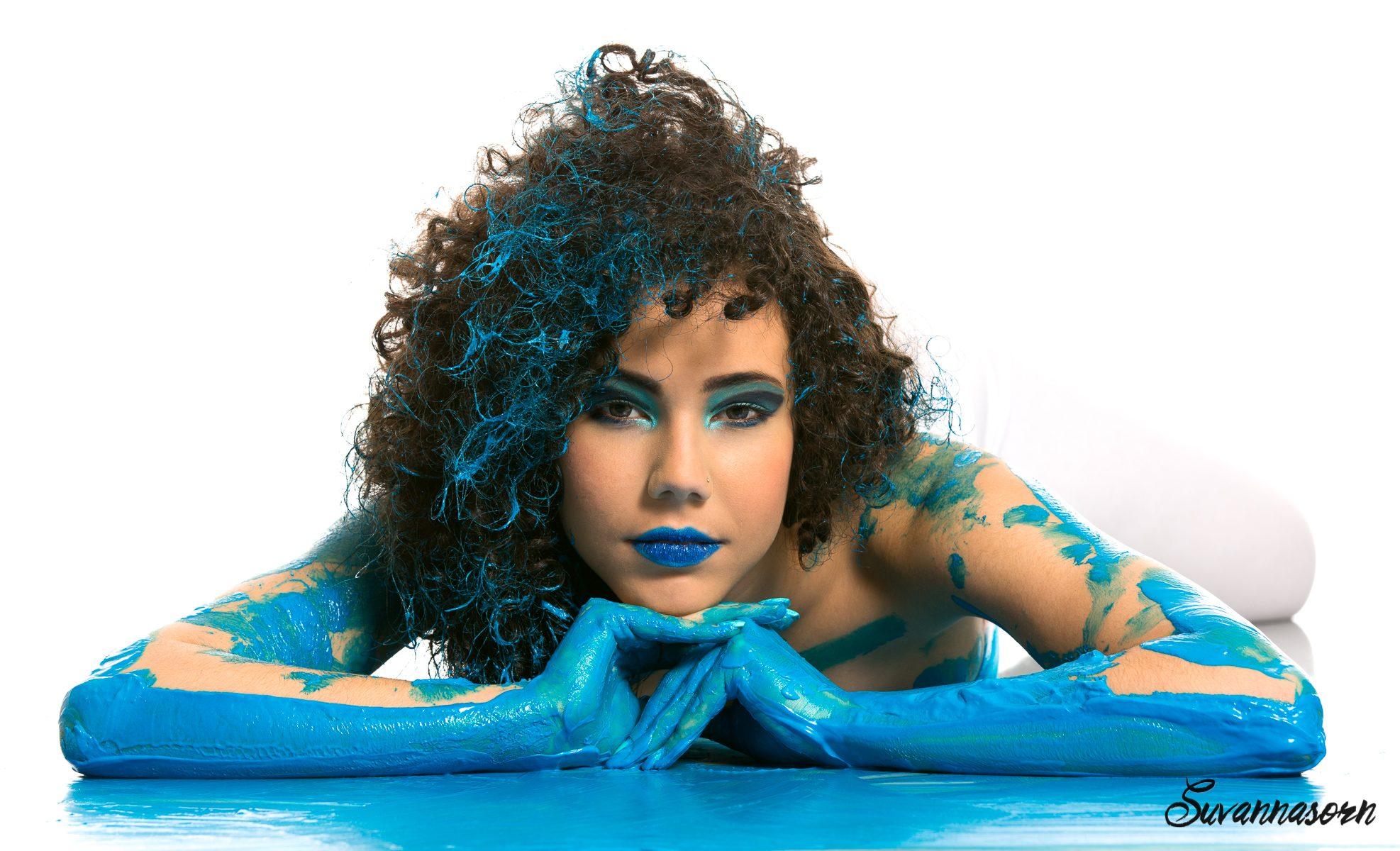 suvannasorn maquillage bleu peinture beauté femme genève maquilleuse artiste photographe