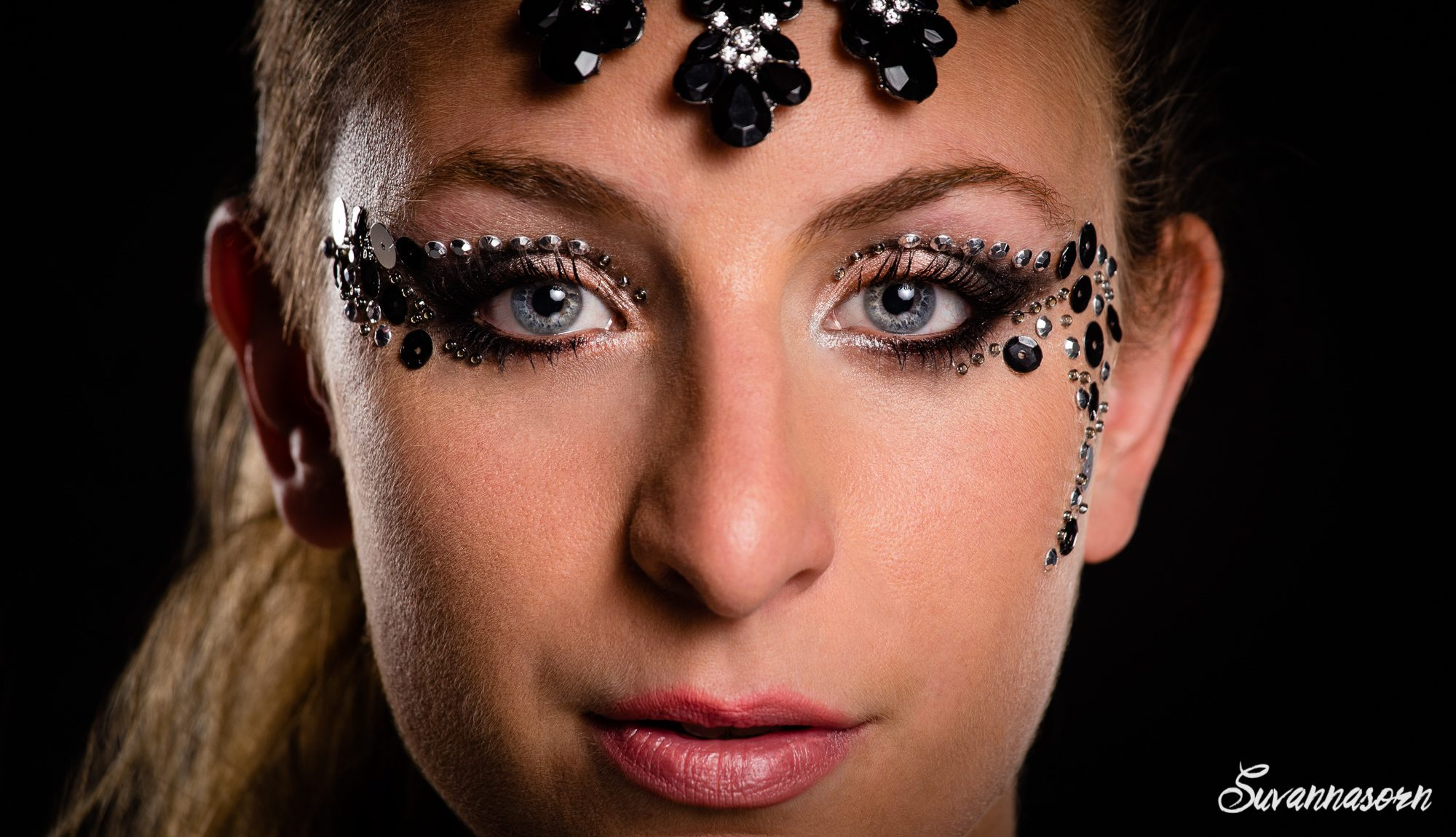 suvannasorn maquillage noir smoky eyes beauté femme genève maquilleuse artiste photographe