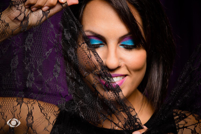 suvannasorn photographe beauté femme modèle genève suisse maquillage maquilleuse coiffeuse bleu violet portrait