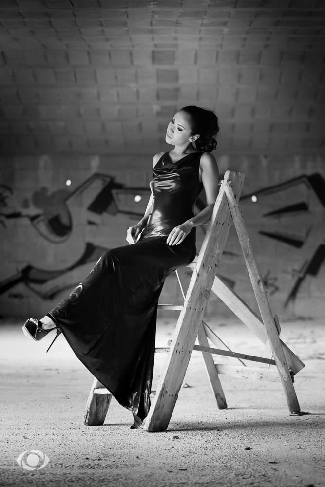 jenny suv femme genève modèle mannequin suisse maquilleuse danseuse noir blanc extérieur france vinyle latex