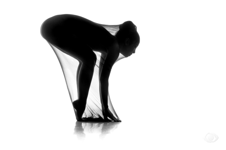 jenny suv femme genève modèle mannequin suisse maquilleuse danseuse nu noir blanc charme artistique silhouette