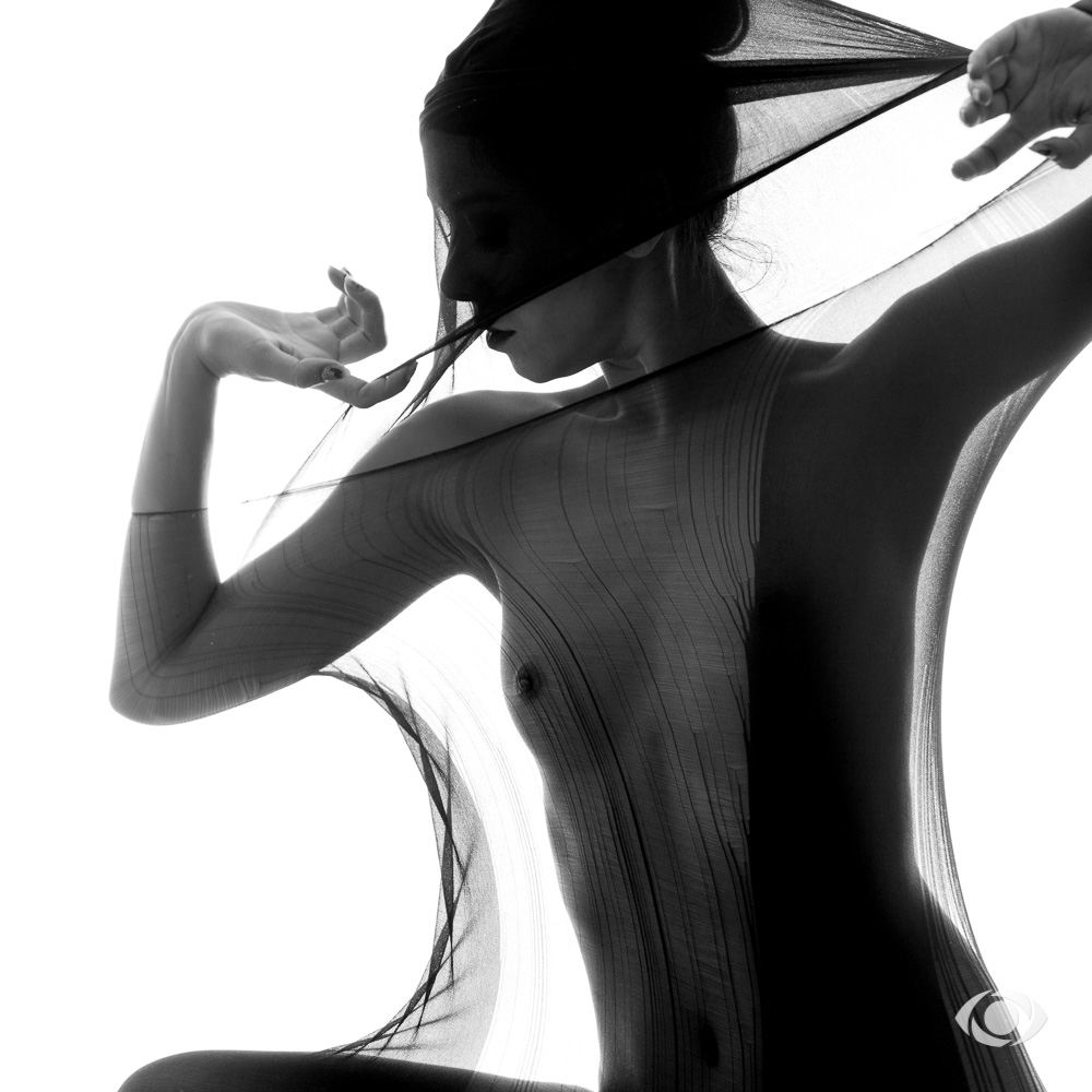 jenny suv femme genève modèle mannequin suisse maquilleuse danseuse nu noir blanc charme artistique
