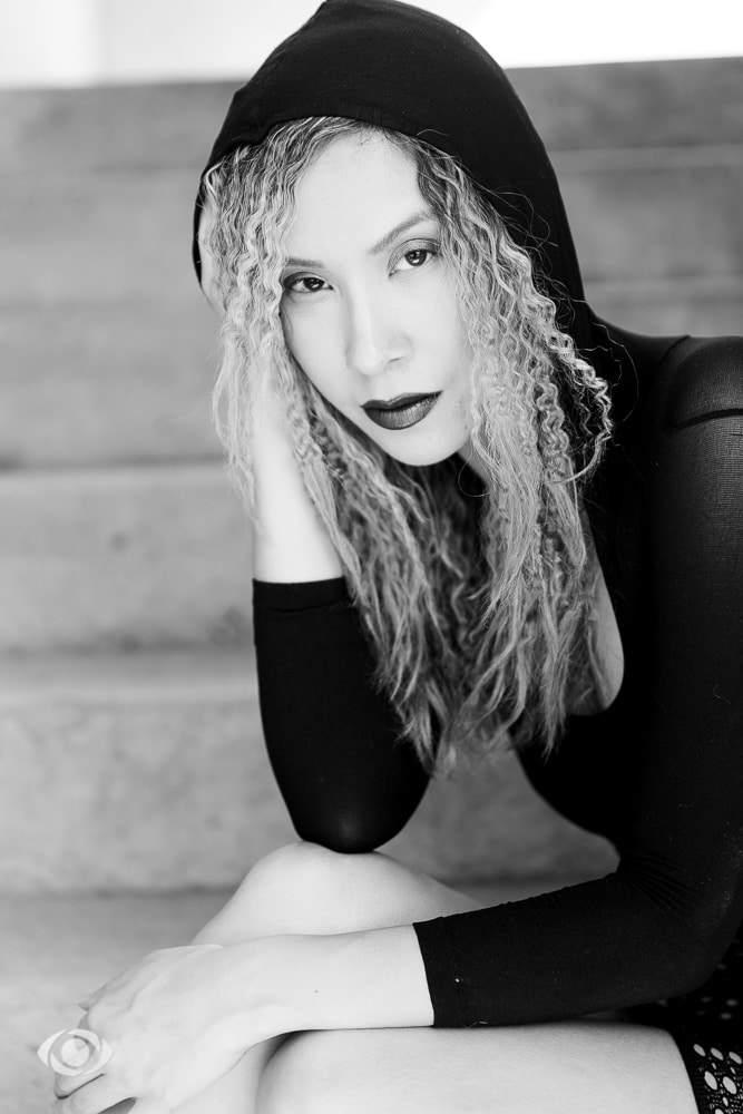 femme genève modèle mannequin suisse maquilleuse danseuse portrait noir blanc extérieur