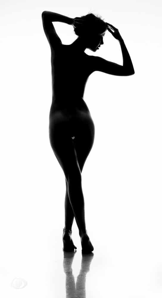 jenny suv femme genève modèle mannequin suisse maquilleuse danseuse nu charme noir blanc silhouette