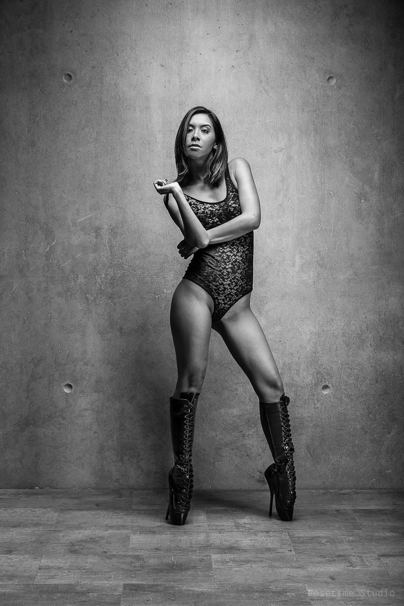 jenny suv femme genève modèle mannequin suisse lingerie maquilleuse danseuse noir blanc charme ballet fetish