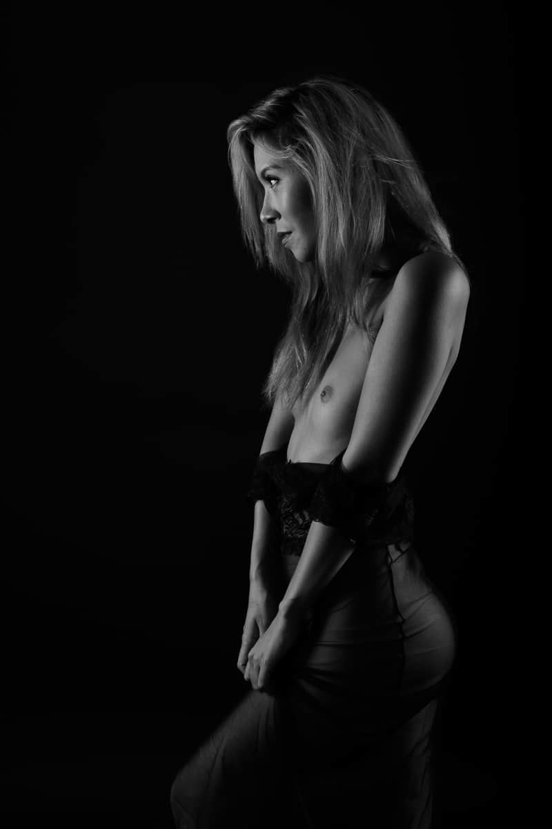 jenny suv femme genève modèle mannequin suisse maquilleuse danseuse nu noir blanc charme studio