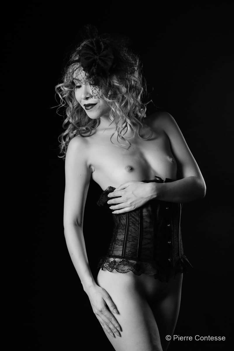 jenny suv femme genève modèle mannequin suisse maquilleuse danseuse nu noir blanc charme studio lingerie