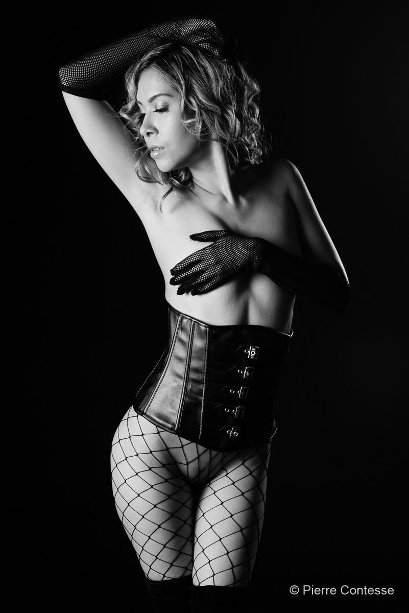 nu modèle jenny suv suisse genève maquilleuse maquillage mannequin comédienne actrice femme