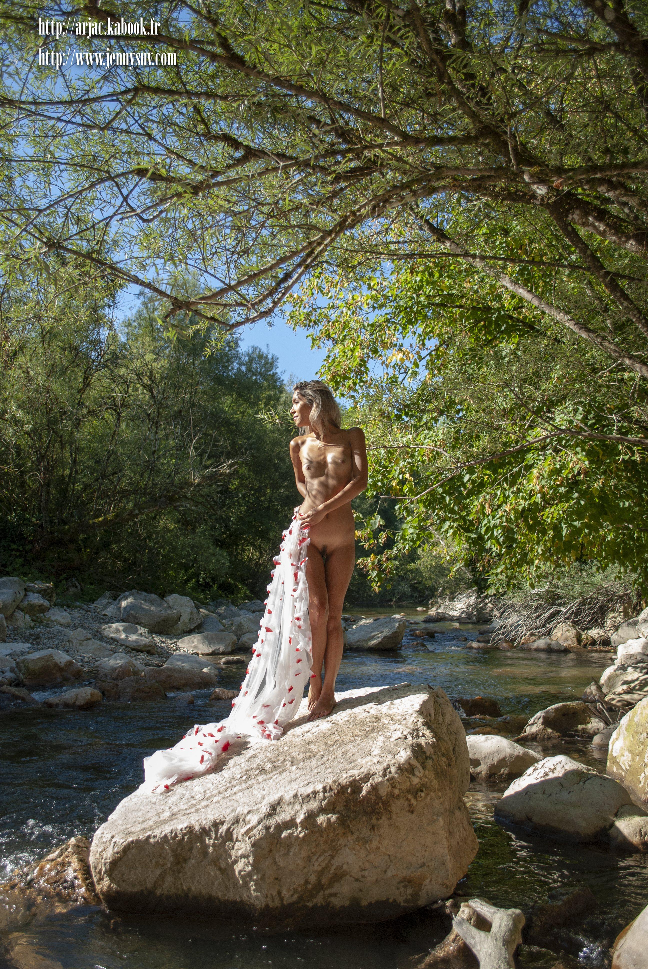 nu modèle mannequin comédienne photo vidéo genève suisse eurasienne jenny suv maquilleuse