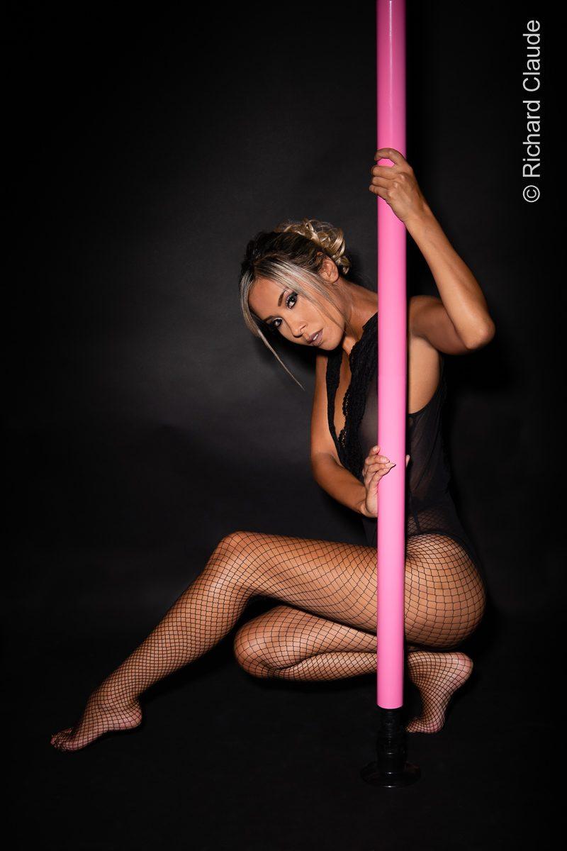 pole dance modèle mannequin comédienne photo vidéo genève suisse eurasienne jenny suv maquilleuse danseuse